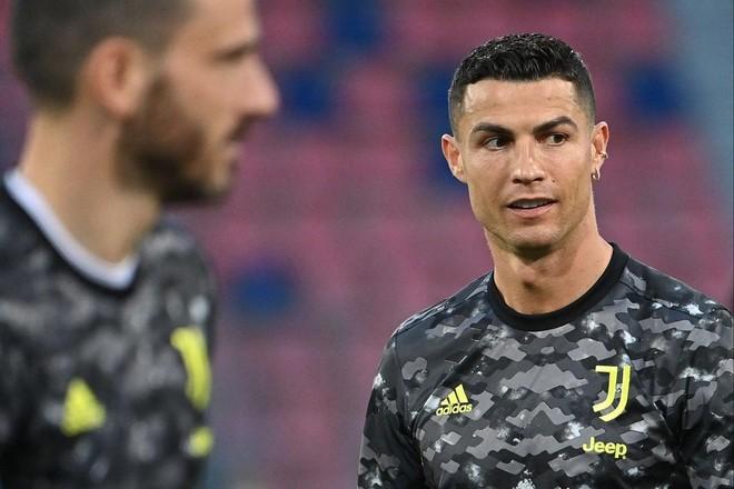 Ronaldo lập kỷ lục 'khủng' khiến Messi khó lòng theo kịp ảnh 1
