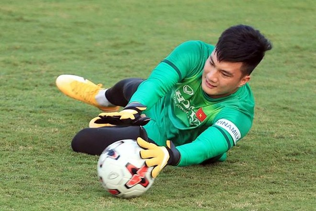 ĐT Việt Nam gặp sự cố gì mà HLV Park phải gọi lại thủ môn Văn Hoàng? ảnh 1