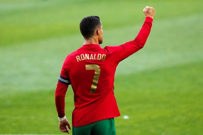 Ronaldo sắp bắt kịp kỷ lục ghi bàn mọi thời đại ảnh 1