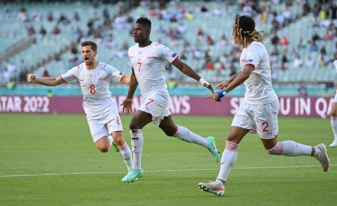 Bale mờ nhạt, Xứ Wales may mắn cầm hòa Thụy Sĩ ảnh 2