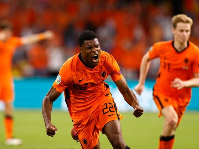 Nổi 'lốc' ở Amsterdam, Hà Lan cùng Ukraine lập kỷ lục EURO ảnh 3
