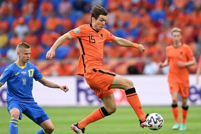 Nổi 'lốc' ở Amsterdam, Hà Lan cùng Ukraine lập kỷ lục EURO ảnh 2