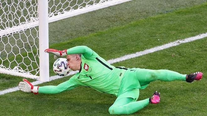 Phản lưới nhà, thủ môn số 1 Juventus sở hữu kỷ lục buồn ở EURO ảnh 1