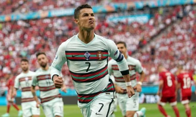 Ronaldo lập một lúc 4 kỷ lục EURO ảnh 1
