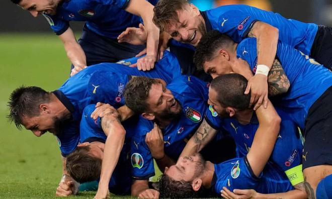 Đè bẹp Thụy Sĩ, tuyển Italia sớm đoạt vé vào vòng 1/8 ảnh 3