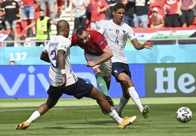 Chơi như mất hồn, Pháp may mắn thoát thua Hungary ảnh 1