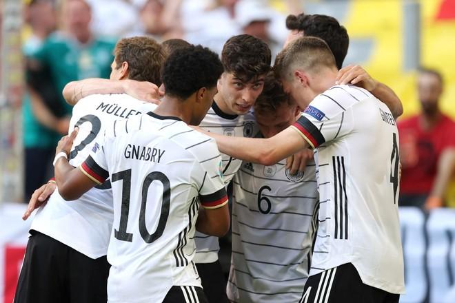 2 hậu vệ 'đốt' lưới nhà, Bồ Đào Nha tủi hổ dâng chiến thắng cho Đức ảnh 3