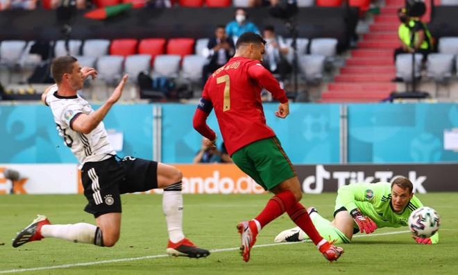 2 hậu vệ 'đốt' lưới nhà, Bồ Đào Nha tủi hổ dâng chiến thắng cho Đức ảnh 1