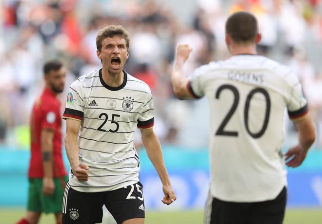 2 hậu vệ 'đốt' lưới nhà, Bồ Đào Nha tủi hổ dâng chiến thắng cho Đức ảnh 4