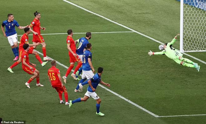 Thắng tuyệt đối 3 trận, Italia kiêu hãnh tiến vào vòng 1/8 ảnh 1