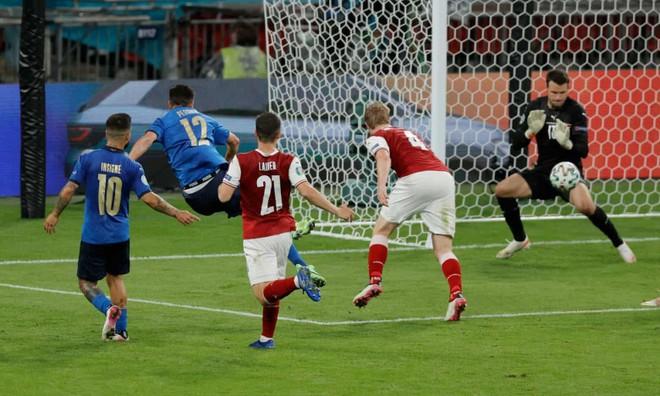 Nghẹt thở thắng ở hiệp phụ, Italia hú vía đoạt vé tứ kết ảnh 4