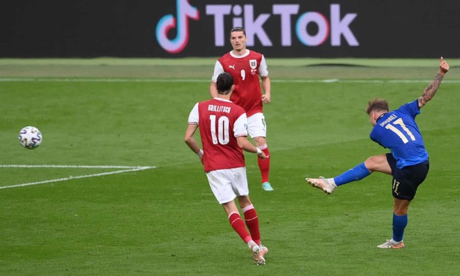 Nghẹt thở thắng ở hiệp phụ, Italia hú vía đoạt vé tứ kết ảnh 1