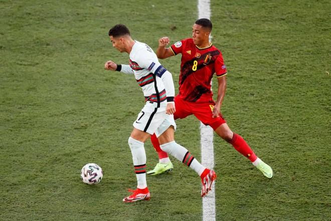 Ronaldo im tiếng, Bồ Đào Nha chính thức trở thành 'cựu vương' ảnh 1