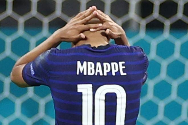Mbappe bị đồng đội phản ứng thế nào sau trận thua sốc của Pháp? ảnh 1