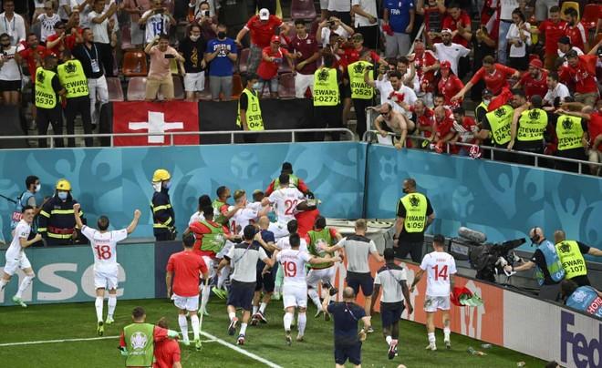 Nhà vô địch thế giới Pháp bị loại khó tin bởi Thụy Sĩ ảnh 5
