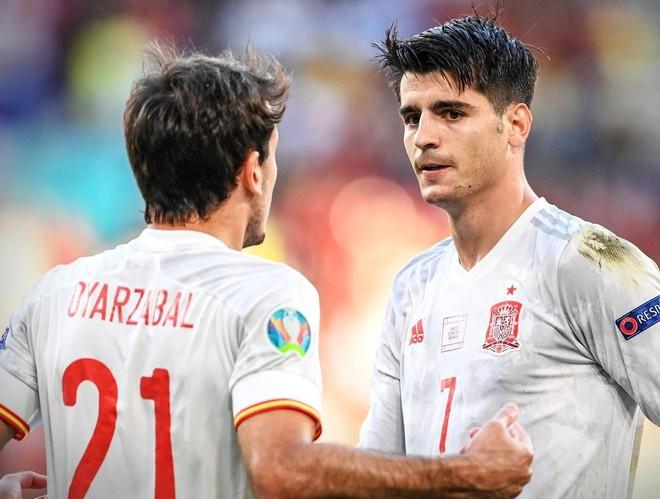 Morata đi vào lịch sử trong ngày từ 'người hùng' hóa 'tội đồ' ảnh 1