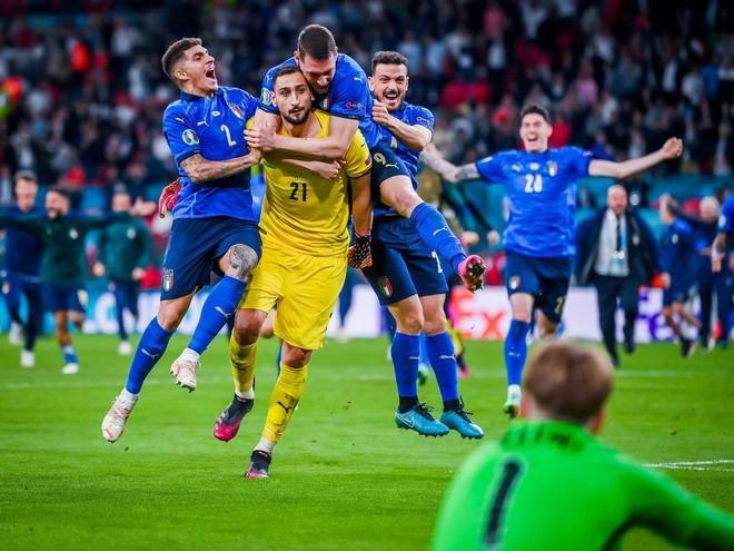 Người hùng thầm lặng của Italia đoạt giải xuất sắc nhất EURO ảnh 1