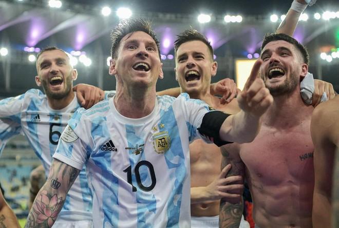 Messi ngăn không cho đồng đội chế nhạo tuyển Brazil ảnh 1