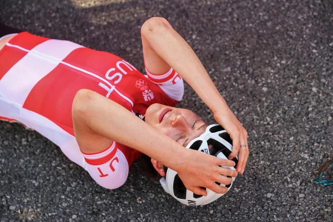 Hy hữu nữ tiến sĩ Toán giành HCV xe đạp đường trường Olympic ảnh 1