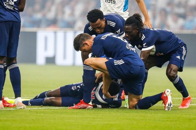 Cầu thủ ở Pháp đột quỵ ngay trên sân như Eriksen ảnh 1