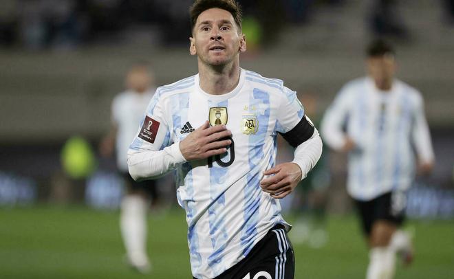 Lập hattrick, Lionel Messi vượt qua Vua bóng đá Pele ảnh 1
