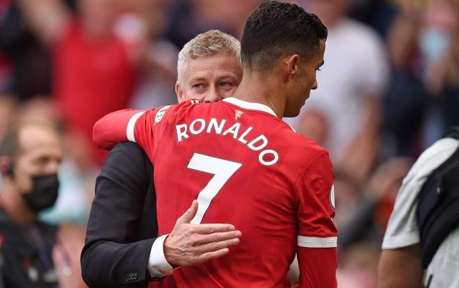 HLV Solskjaer không dám thay Ronaldo khi anh chưa yêu cầu ảnh 1
