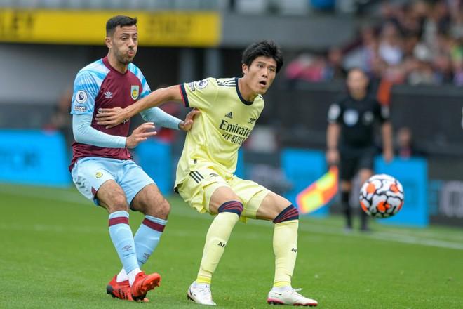 Hậu vệ Nhật Bản thoát cảnh bị bỉ bôi ở Arsenal ảnh 1