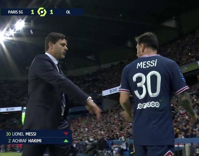 3 trận liền 'tịt ngòi', Messi bực bội khi bị thay ra sớm ảnh 1
