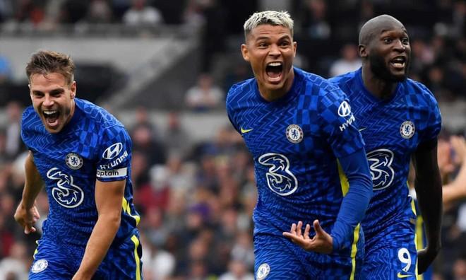 Hàng thủ thăng hoa, Chelsea vùi dập Tottenham để lên ngôi đầu ảnh 1