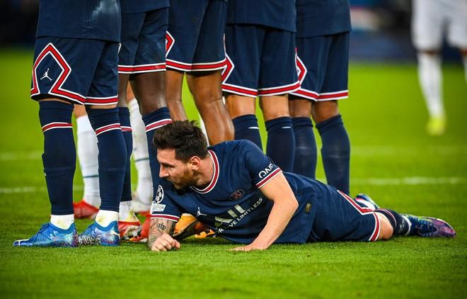 Không chỉ ghi bàn, Messi còn làm điều khó tin cùng PSG ảnh 1