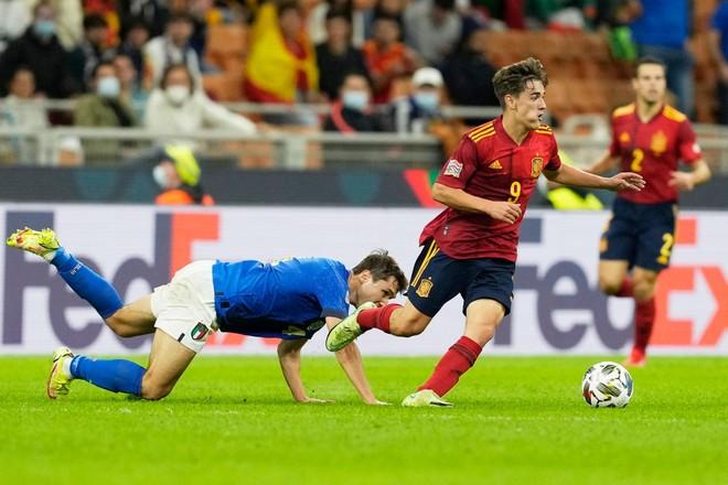 'Thần đồng' 17 tuổi vừa đi vào lịch sử bóng đá Tây Ban Nha là ai? ảnh 1