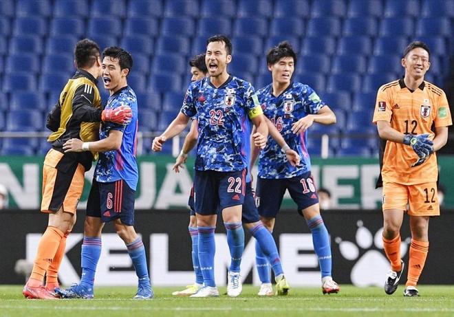 Vào đường cùng, Nhật Bản quật ngã Australia trước khi gặp Việt Nam ảnh 2