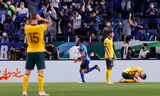 Vào đường cùng, Nhật Bản quật ngã Australia trước khi gặp Việt Nam ảnh 1