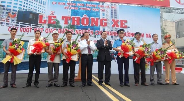 Thông xe cầu vượt đường Nguyễn Chí Thanh- Kim Mã ảnh 4
