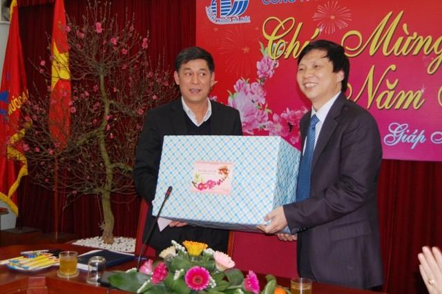 Đồng chí Hồ Quang Lợi chúc tết bệnh nhân BV Ung bướu Hà Nội ảnh 1