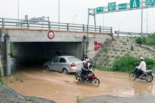 Sẽ chi 8 tỷ đồng sửa hầm chui đường gom Đại lộ Thăng Long? ảnh 1
