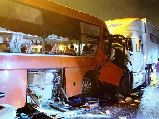 Phó Thủ tướng yêu cầu làm rõ nguyên nhân hai vụ tai nạn làm 22 người thương vong ảnh 1