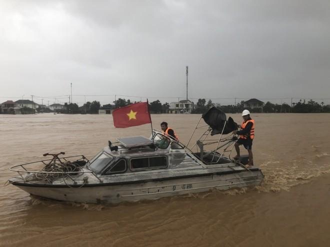 Miền Trung đối diện đợt lũ lịch sử thứ hai trong tháng, áp thấp nhiệt đới mới lại sắp hình thành ảnh 1
