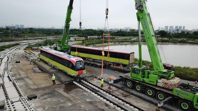 Mở cửa để nhân dân tham quan đoàn tàu đầu tiên tuyến metro Nhổn- Ga Hà Nội ảnh 1