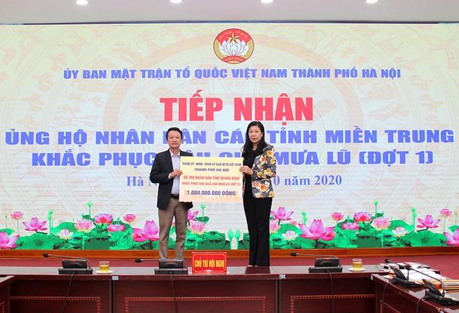 Mặt trận Tổ quốc Việt Nam TP Hà Nội tiếp nhận ủng hộ đồng bào miền Trung ảnh 2
