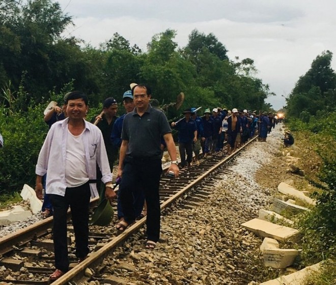 Đường sắt Bắc – Nam thông tuyến, sẵn sàng vận chuyển hàng cứu trợ miễn phí ảnh 2