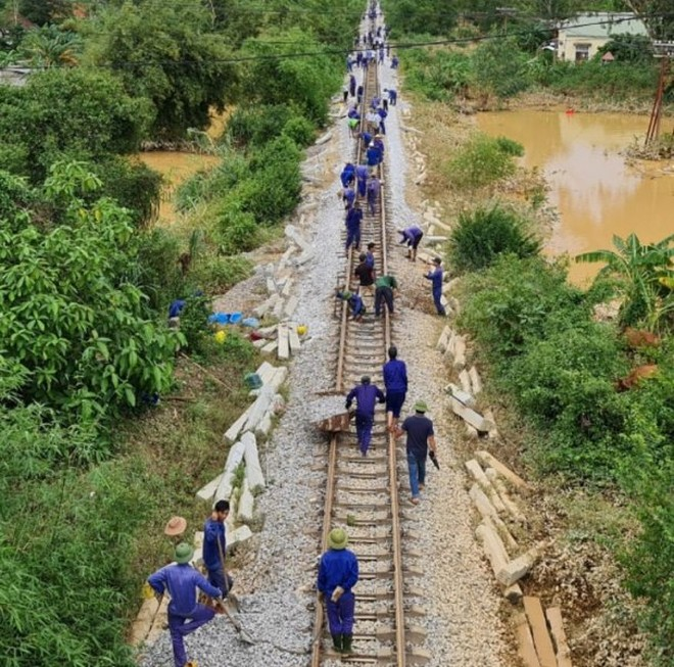 Đường sắt Bắc – Nam thông tuyến, sẵn sàng vận chuyển hàng cứu trợ miễn phí ảnh 1