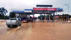 """Đồng ý """"xả trạm"""" BOT trên quốc lộ 1 qua Quảng Trị để khắc phục hậu quả mưa lũ ảnh 1"""