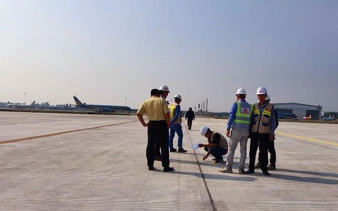 Một đường lăn sân bay Nội Bài đã sửa xong, khai thác từ sáng nay ảnh 1