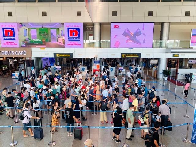 Sân bay đóng cửa, hàng không hủy chuyến, tàu Thống Nhất tạm dừng chạy do bão số 13 ảnh 1