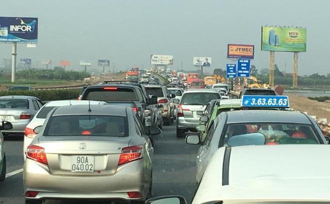 Phó Thủ tướng Trương Hòa Bình yêu cầu xả trạm thu phí nếu xảy ra ùn tắc giao thông kéo dài ảnh 1