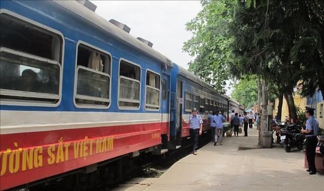 Cao điểm nghỉ lễ 30-4, đường sắt tăng cường 55 đoàn tàu ảnh 1