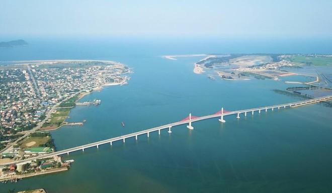Thông xe cầu Cửa Hội 950 tỷ đồng bắc qua sông Lam nối Nghệ An - Hà Tĩnh ảnh 1