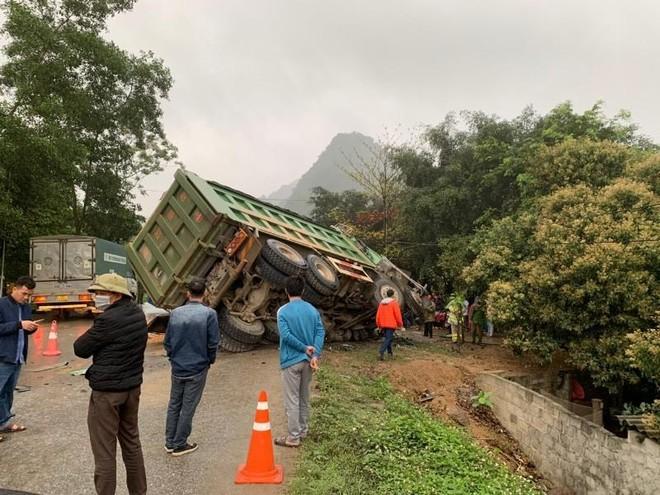 Hai xe đối đầu làm 3 người chết tại Hòa Bình: Xe tải đang chạy với vận tốc bao nhiêu? ảnh 1