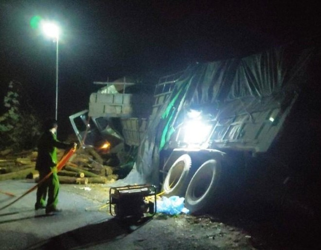 Xe tải chở keo mất lái làm 7 người tử vong, trong đó 5 người cùng một xã ảnh 1